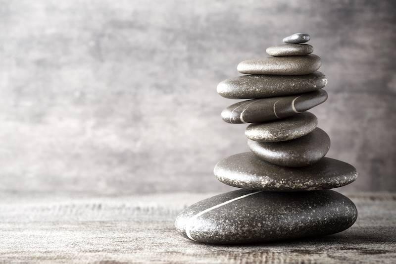 https://mindeed.se/wp-content/uploads/2021/09/balancing-stones-on-the-grey-background-AXP4JMV.jpg